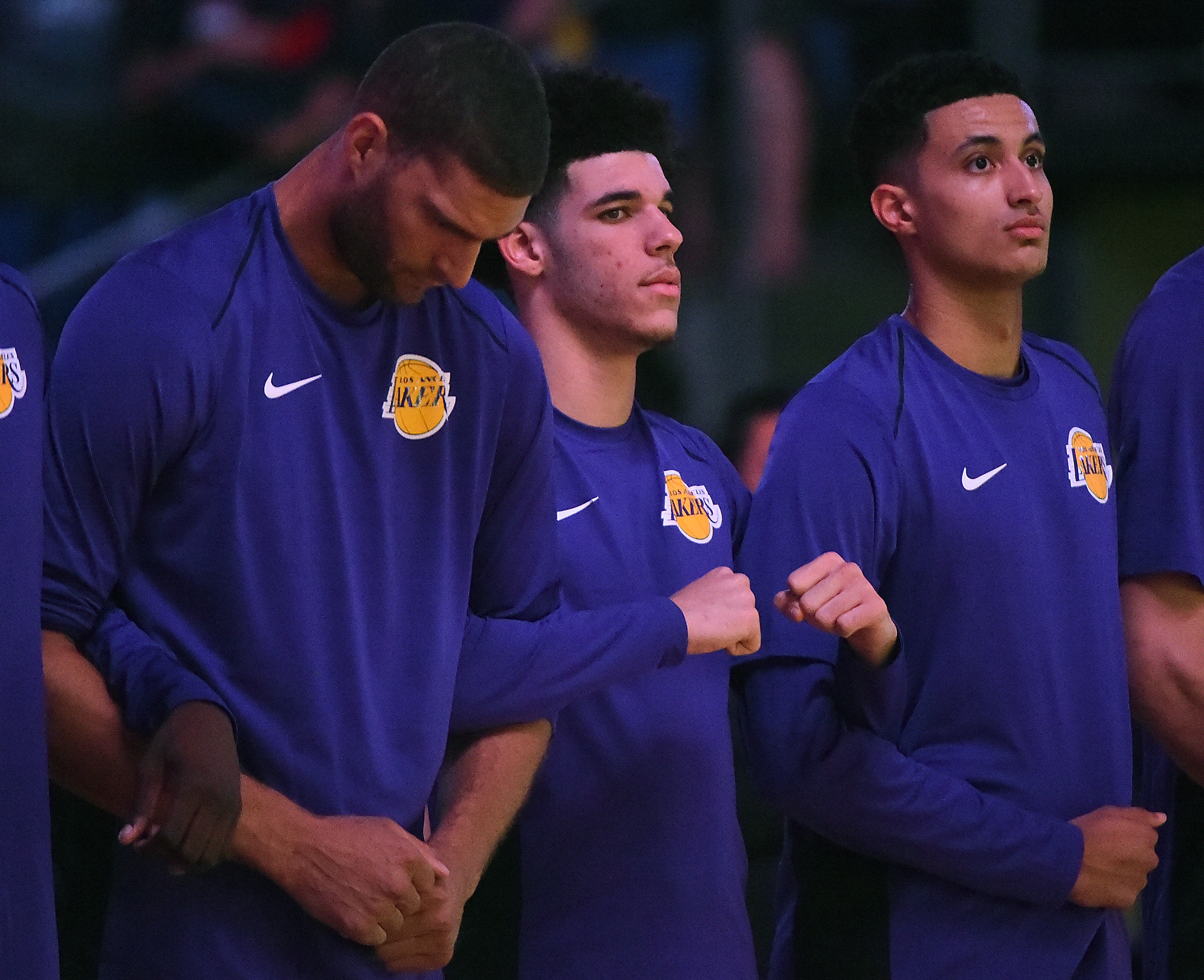 Lonzo Ball back to doctor for shoulder issue